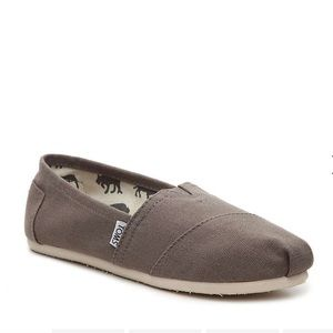 Toms classic slip ons